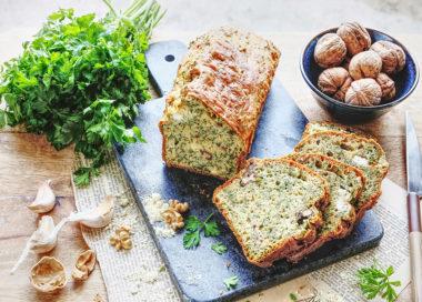 La farine de pois chiche est une excellente source de protéines végétales, de fibres, de vitamines et de minéraux. Nous apprécions aussi sa jolie couleur dorée. Comme ici, vous pouvez l'utiliser pour la base de vos cakes, associée à une autre farine. Pour cette composition, nous vous suggérons la farine de petit épeautre blanche.