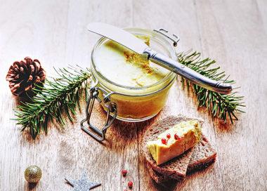 Que l'on soit consommateur de foie gras ou pas, le « faux-gras » est une terrine végétale au goût délicat, qui ravira tous les palais. Tartiné sur des toasts, et par exemple accompagné de notre chutney de figues, notre faux-gras est un délice à découvrir de toute urgence !