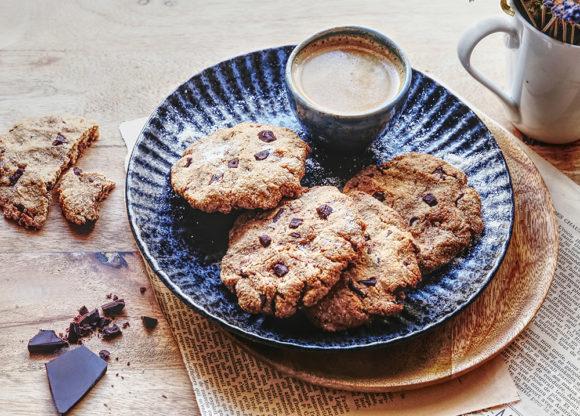 À l'index glycémique bas grâce à l'ajout généreux de farine de coco, ces cookies à l'allure rustique se dévoreront en un rien de temps !